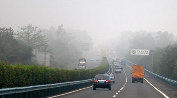 京津冀等9省市大雾来袭 数十条高速路部分路段封闭