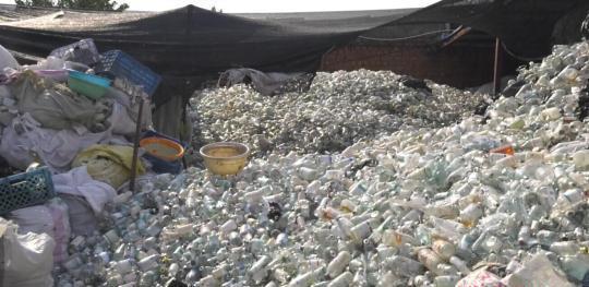 南京破获医疗垃圾大案:查实三千吨 部分已生产成餐具、玩具