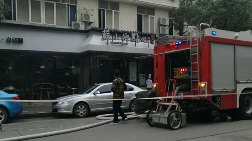 沪浦东康士路一饭店发生火灾 无人员伤亡