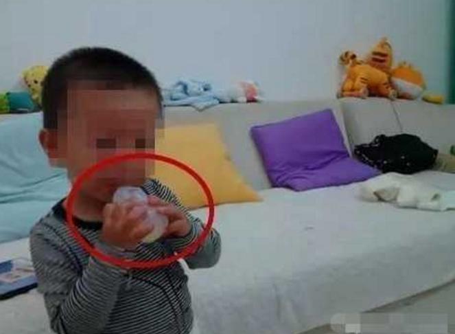 苏州一幼童舌头被卡饮料瓶瓶口 家长报警