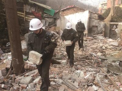南京:一处老违建拆出300多块明城砖