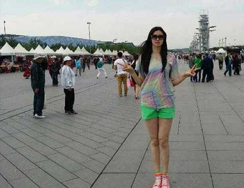 两米高美女巨人_篮球运动员一般都很高大,有的身高甚至超过两米,在普通人眼里,如巨人