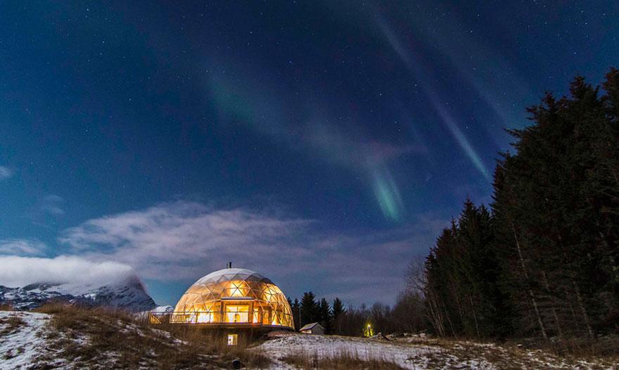 挪威夫妇在北极建造生态屋 在家就能看极光