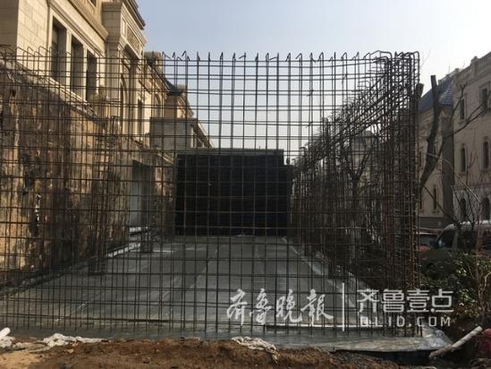 济南中海别墅B区违建层出不穷 有业主挖空山体建造后花园