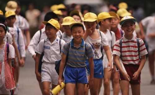 校外出事学校无责?云南昆明发布学校安全条例引争议
