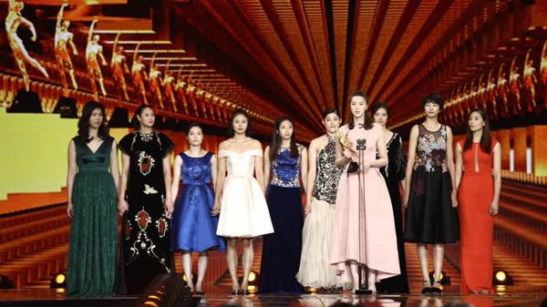 体坛风云人物颁奖女排最大赢家 马龙朱婷分获男女最佳
