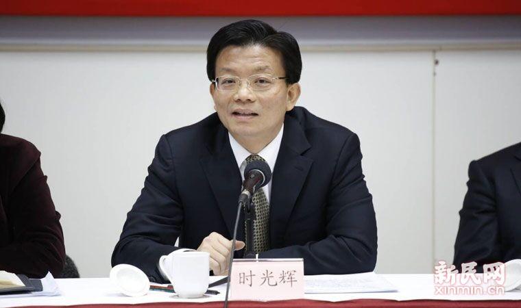 时光辉副市长回应委员们的民生问题.新民晚报新媒体 萧君玮 现场拍摄