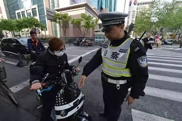 上海两会 | 两会特写:非机动车和行人管理仍然是短板