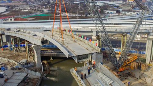 北横通道建设又有新进展 北虹路立交新建西南向匝道合龙贯通
