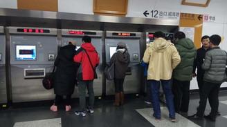 上海两会 | 会内会外:轨交站点取消人工充值老年人不便 代表:在便利店再增充值点