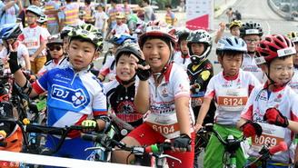 """38个孩子只有2人骑行会戴头盔 假期""""出行安全""""不容忽视"""