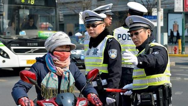 """上海两会   人大代表热议上海交通长效管理 """"短板中的短板""""如何补好"""