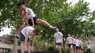 怕学生意外受伤 跳箱、单双杠等项目正悄悄退出北京体育课?