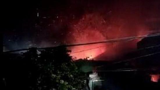 陆航某团一架直升机在夜间飞行训练中坠毁 2名飞行员失联