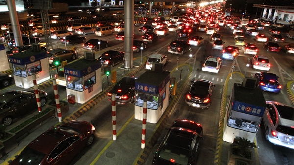 春节假期七天高速公路免费通行 预计日均车流77万辆次