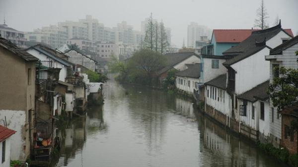 沪松江挂牌文物保护点外墙脱落摇摇欲坠 何日才得修缮?