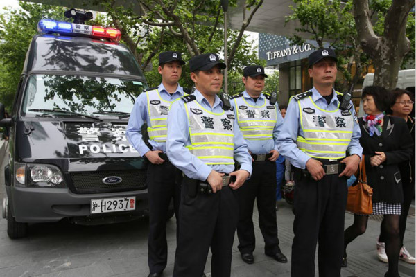"""上海警方全力打击""""盗抢骗""""犯罪 全巿发案数同比下降14.8%"""