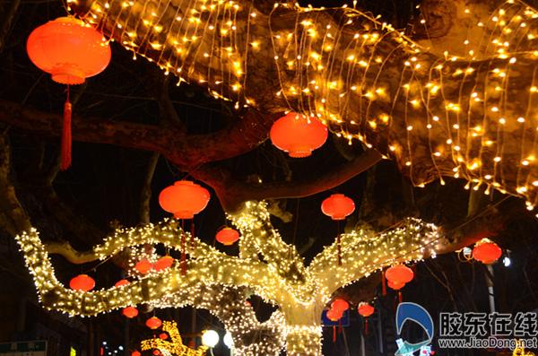 山节日道路彩灯装点 喜迎新春