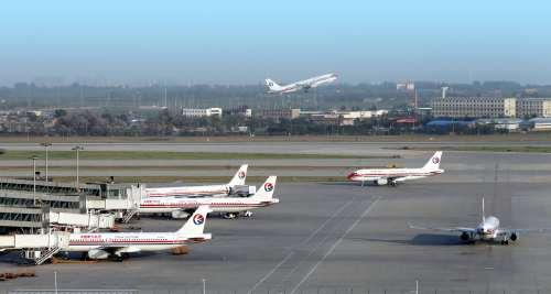 深圳机场附近发现不明升空物 多个航班受影响