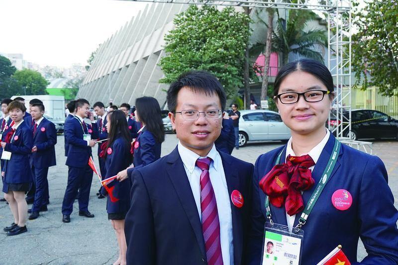 """80后青年教师李不言助力小将 """"默默""""培育世界印刷能手"""