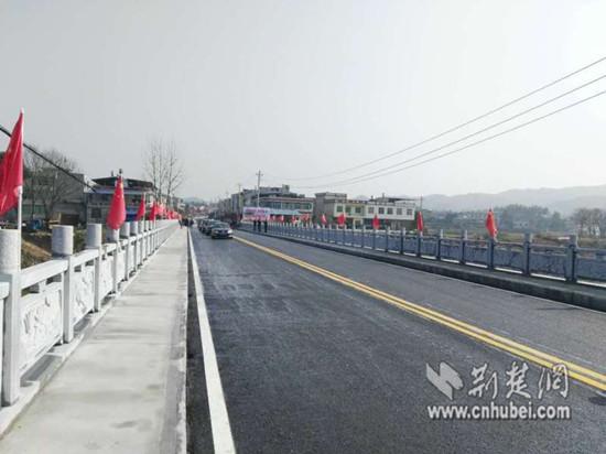 通城程风大桥灾后重建保障百姓春运路(图)