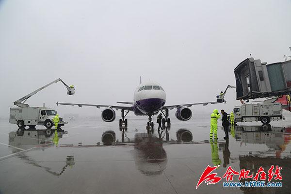 但飞机机身上有积雪