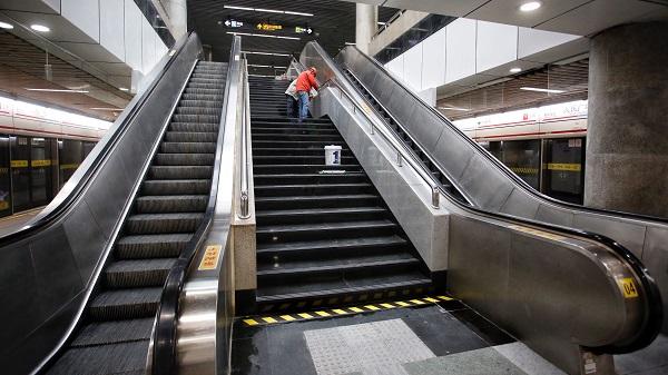 地铁人广站电梯改造验收完毕 体验者:上上下下更快了