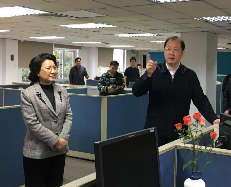 任学锋看望慰问广州日报报业集团采编人员