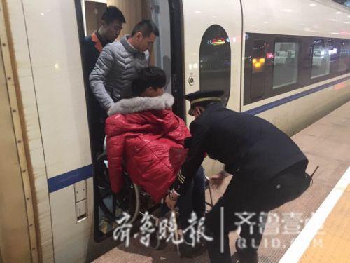 17岁男孩误食百草枯紧急坐高铁来济南 温暖一幕发生