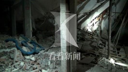 上海陕西北路一饭店发生内部坍塌 一工人被砸伤