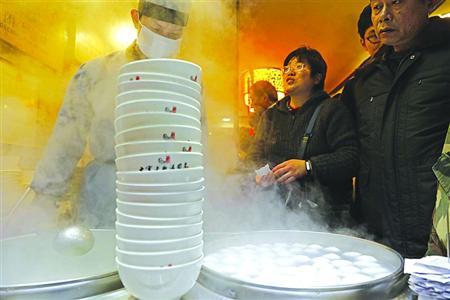 网络中国节·元宵 |上海一老字号汤圆日售7万只 肉馅芝麻馅热销