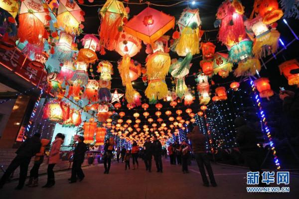 网络中国节·元宵 |元宵节沪上灯会行街会 串起市民年俗记忆