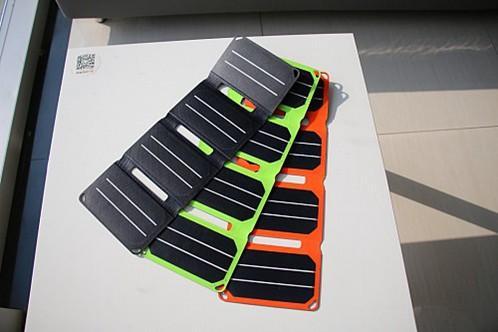 太阳能折叠充电板