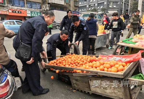 贵阳湘雅社区整治春节后占道经营乱象