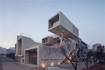 混凝土盒子叠加成建筑(图)