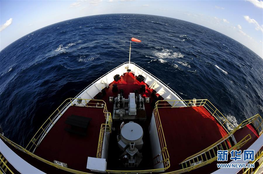 """后,33名中外科学家乘坐美国""""决心""""号大洋钻探船,2月14日下午"""
