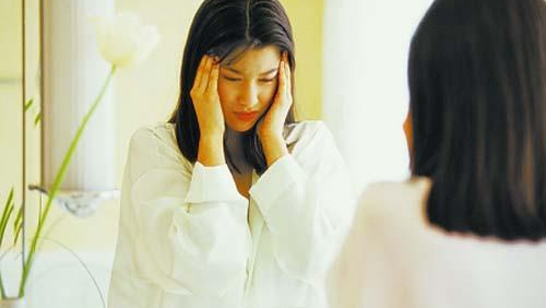 女白领过劳诱发青光眼 单侧头痛是典型症状