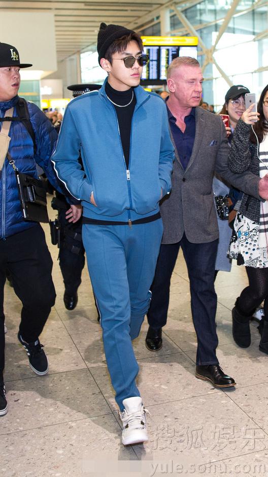 吴亦凡前往伦敦看秀 这个代言人穿啥都好看!
