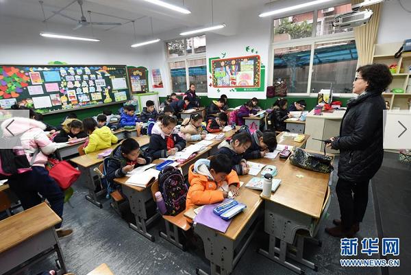 """南京所有小学昨起实行""""弹性离校"""" 免费延时照顾学生"""