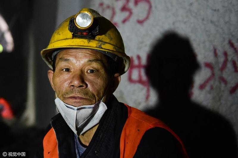 图片故事:实拍海底80米下的隧道工