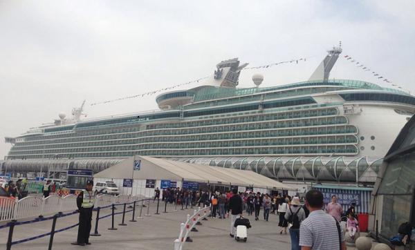 赴日游轮中途取消行程 数百游客被困船上维权