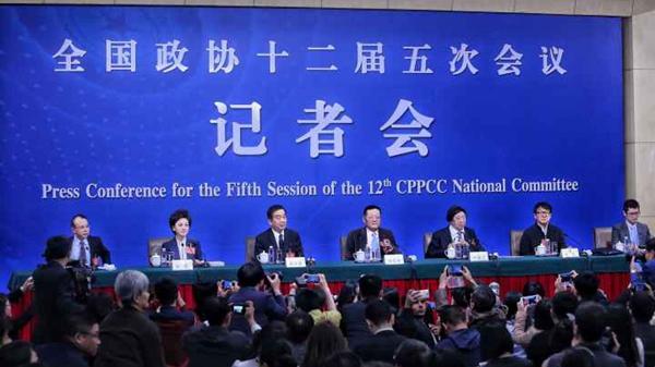 全国两会 | 政协委员成龙等谈坚定文化自信讲好中国故事