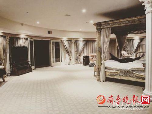 黄子韬直播承认豪宅就是租的 反问粉丝无法反驳