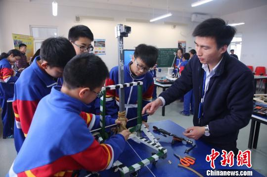 全国青少年未来工程师大赛引发<a href='http://search.xinmin.cn/?q=中小学' target='_blank' class='keywordsSearch'>中小学</a>科技热