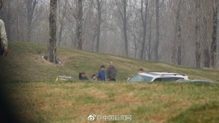 网传北京野生动物园白虎区有游客下车?
