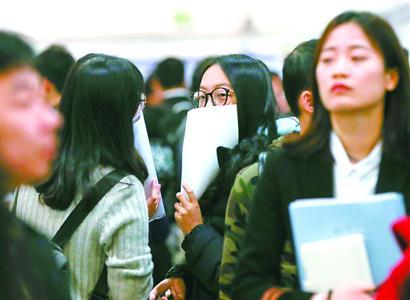 今年上海应届大学毕业生18.7万 非沪生源留沪比例继续下跌