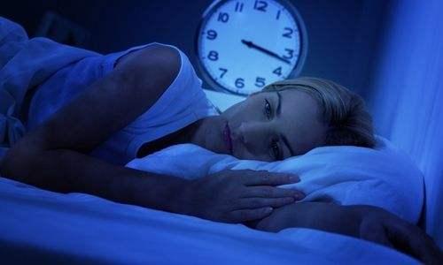 """中国青年睡眠现状报告:仅一成人能""""一觉到天亮"""""""