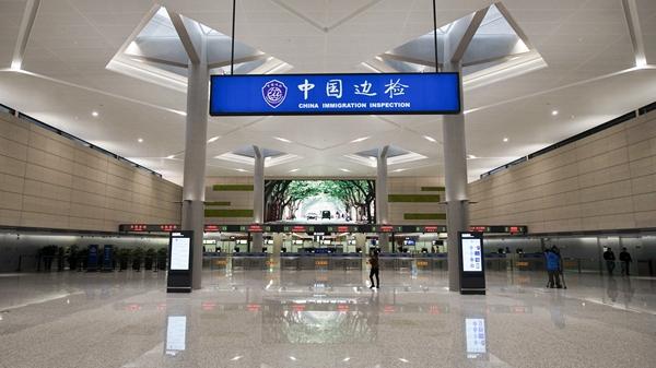 """虹桥机场T1楼前交通中心3月26日启用 多种交通""""零换乘"""""""
