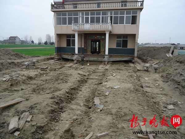 村民花12万平移楼房百米 给省道让路