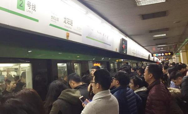 上海地铁2号线早高峰车门故障 龙阳路至广兰路限速运行